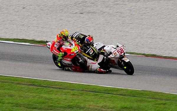 Marco Simoncelli Crash MotoGP Malaysia 2011 2