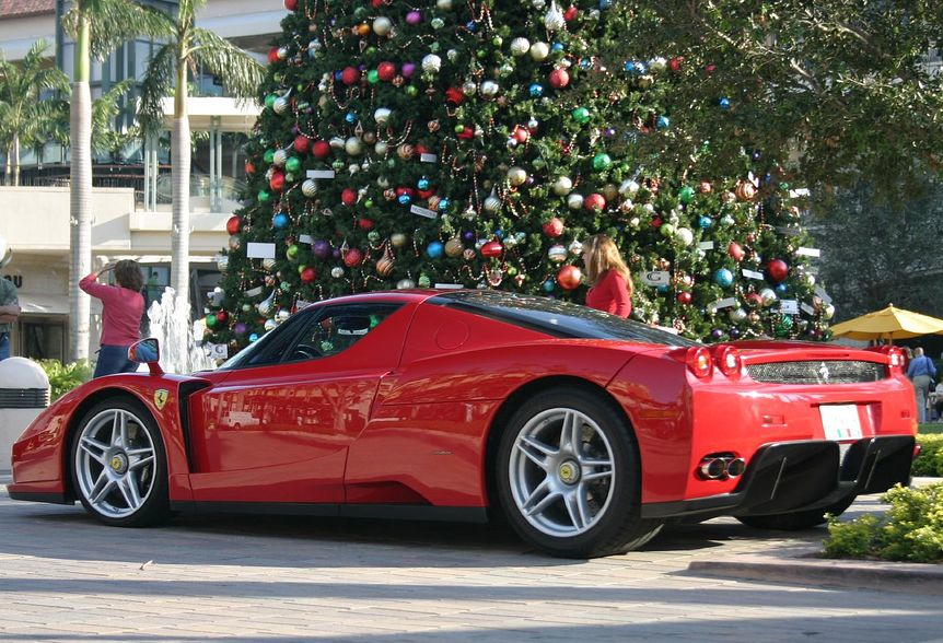 Newmotoring ferrari enzo under christmas tree newmotoring for Ferrari christmas