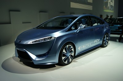 Toyota FCV-R (Fuel Cell Vehicle - Reality & Revolution) Concept Tokyo 2011 (2)