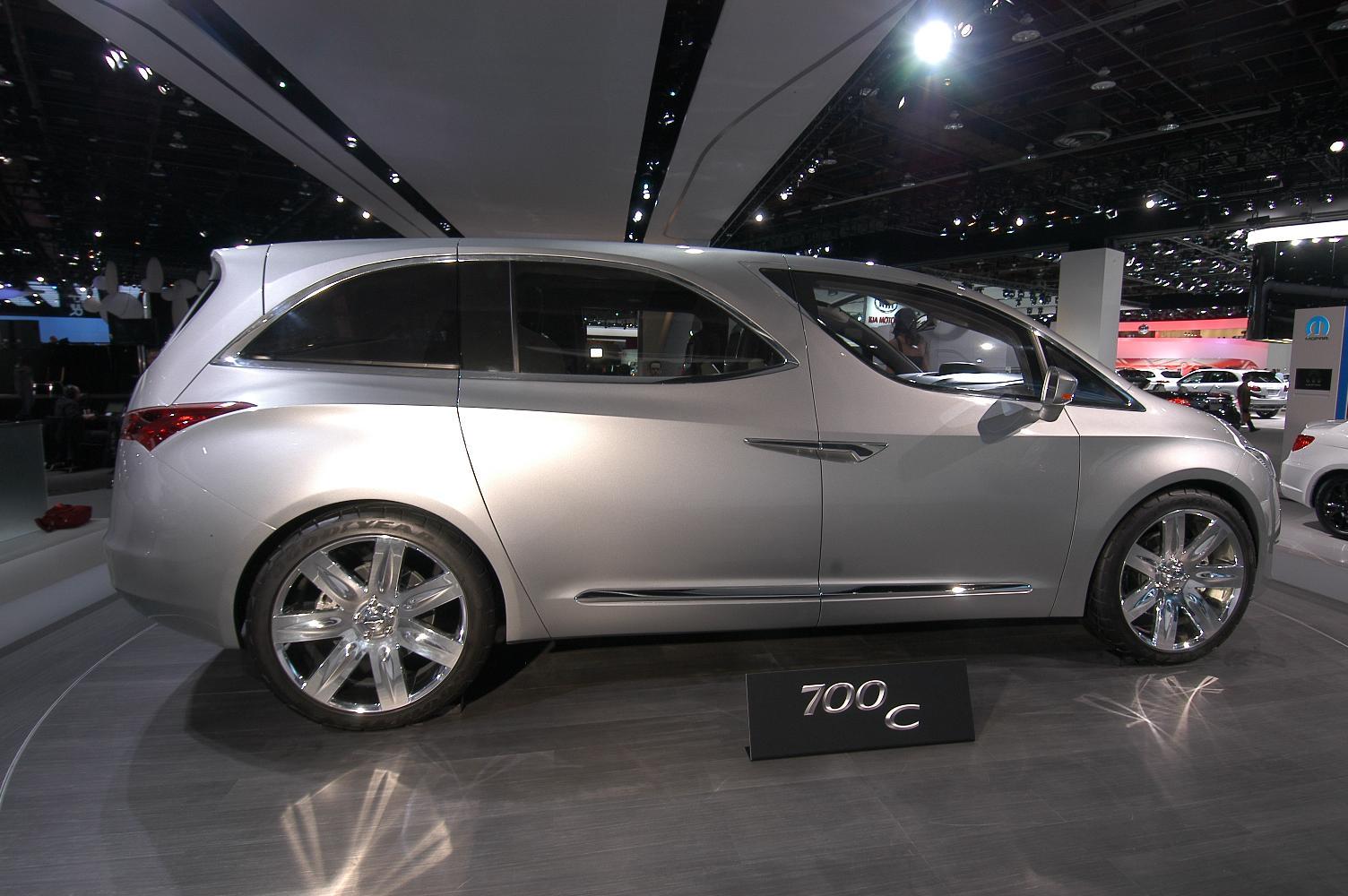 Chrysler 700C NAIAS 2012 2