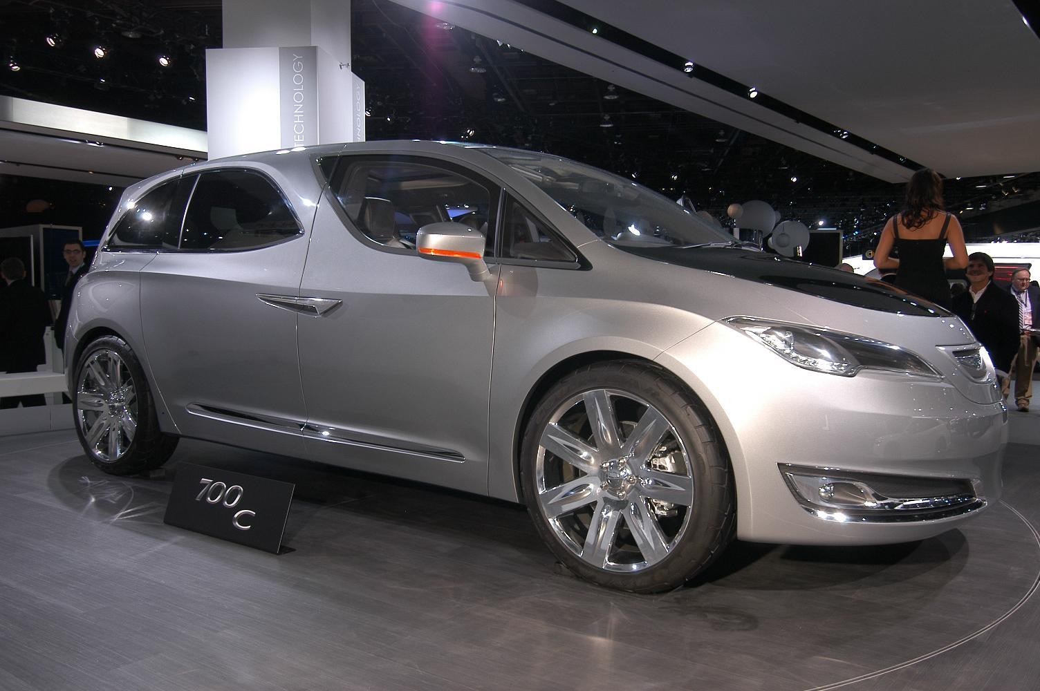 Chrysler 700C NAIAS 2012 4
