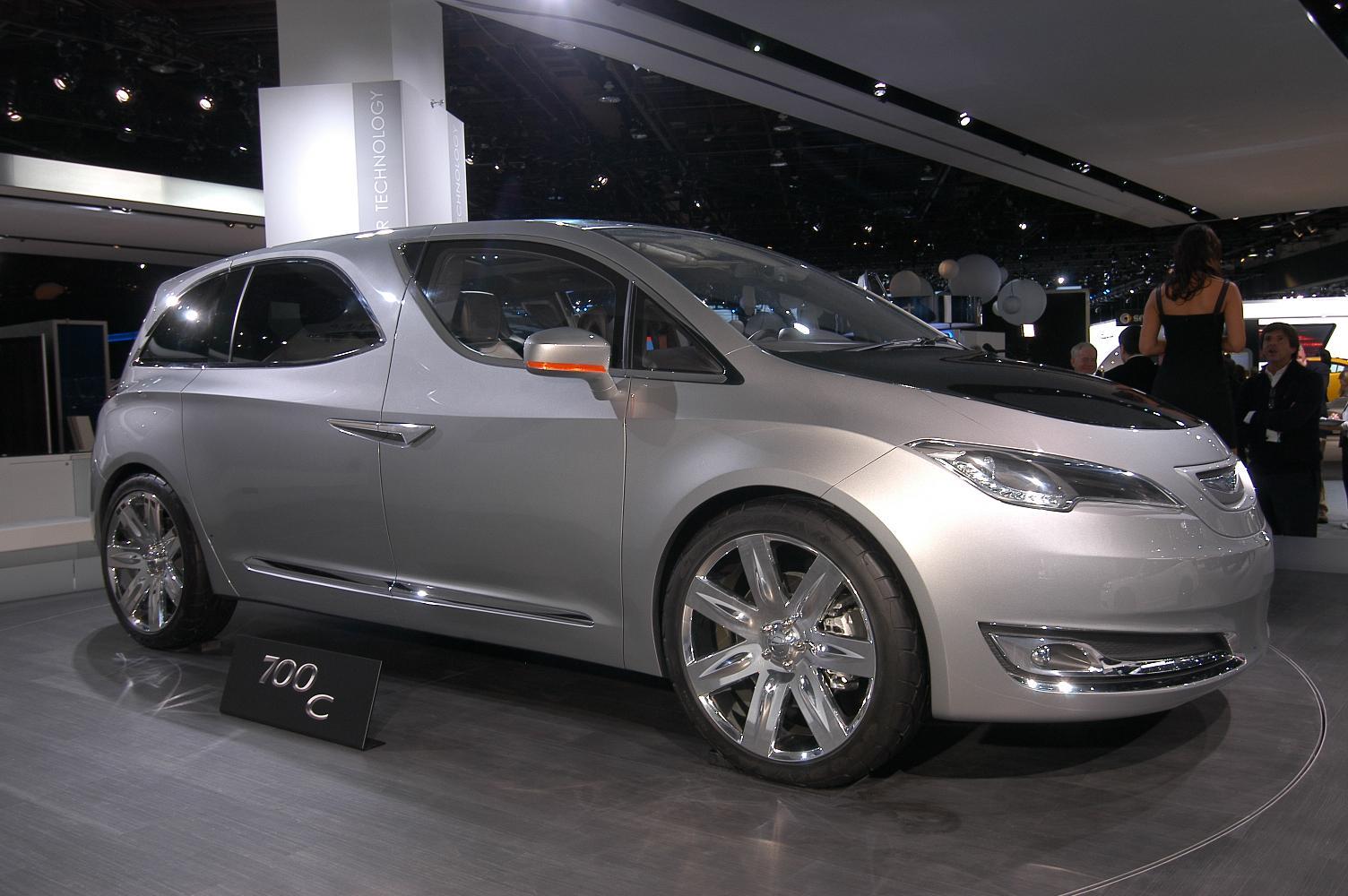Chrysler 700C NAIAS 2012 5