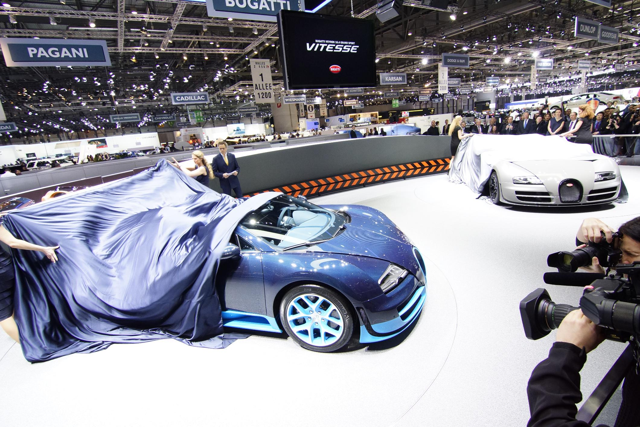 Bugatti Veyron Grand Sport Vitesse Geneva 2012 Unveiled