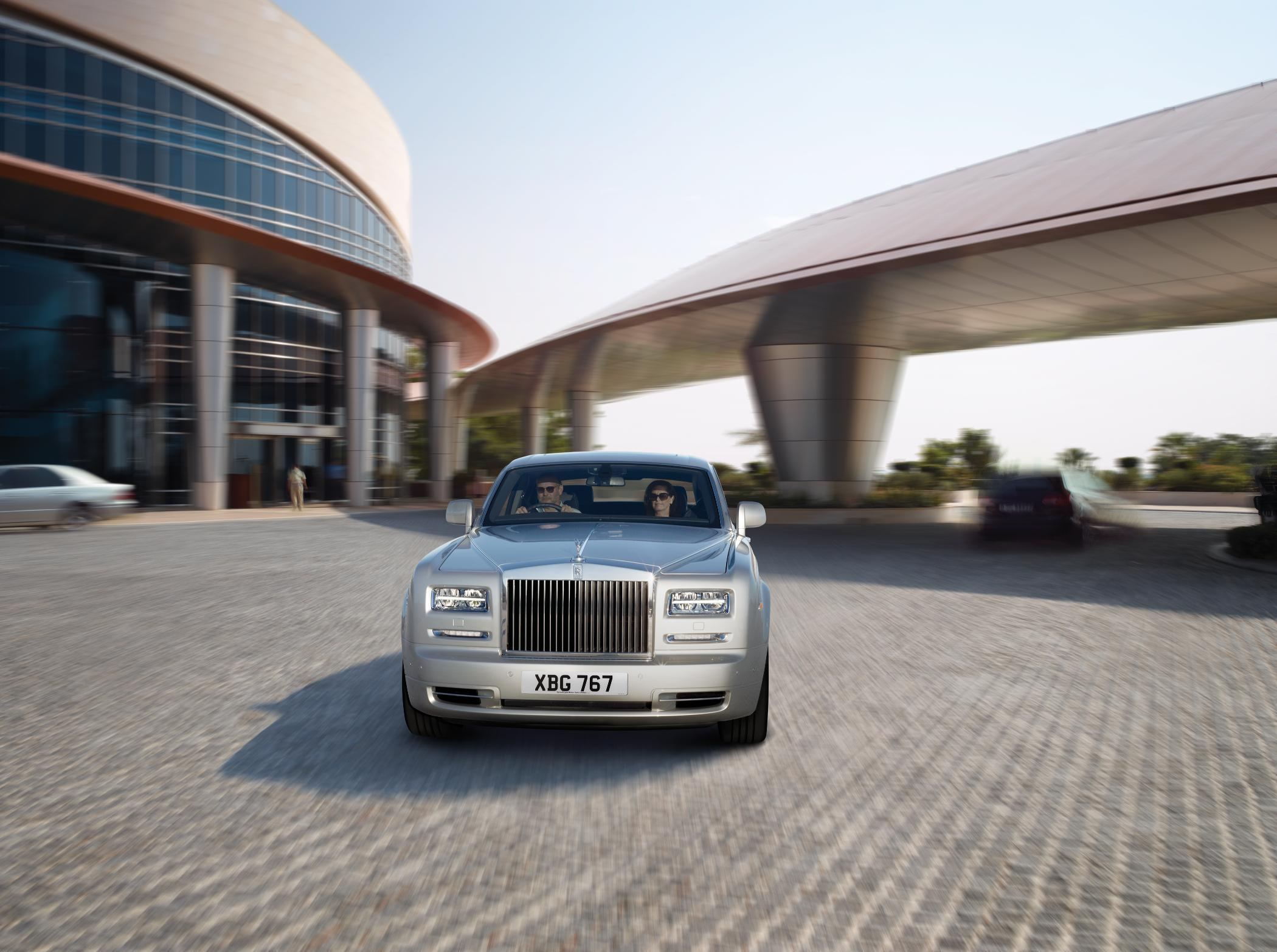 Rolls Royce Phantom II Driving