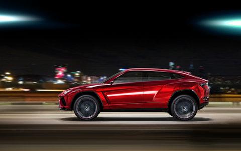 Lamborghini Urus Driving Side 2
