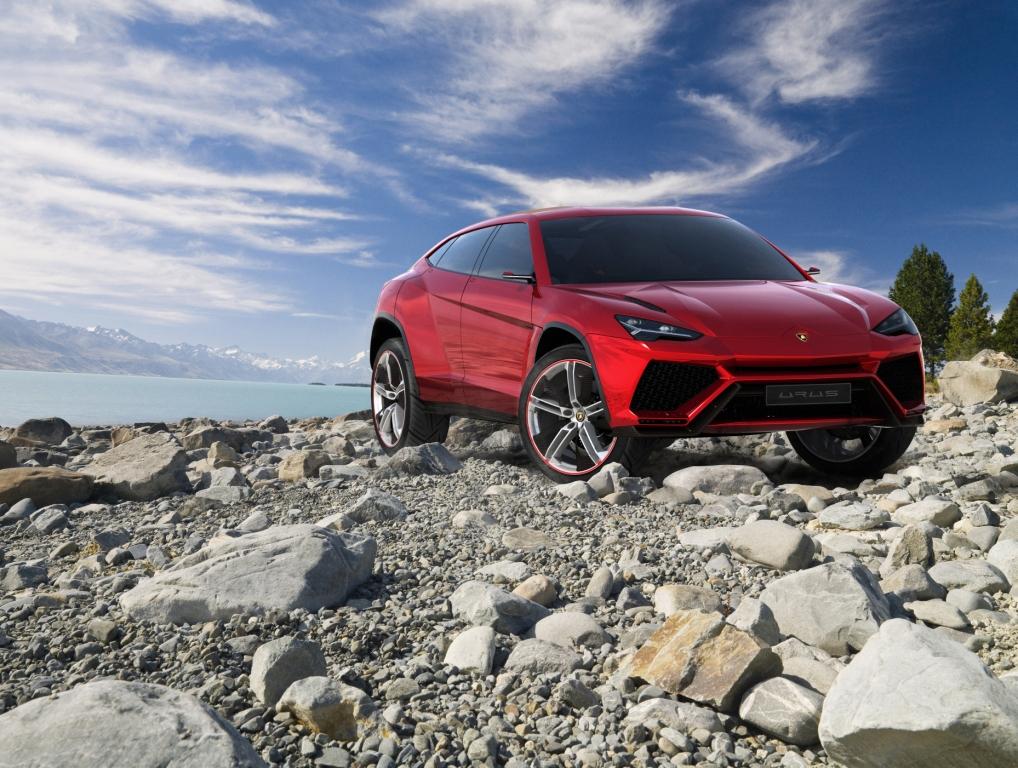 Lamborghini Urus Driving