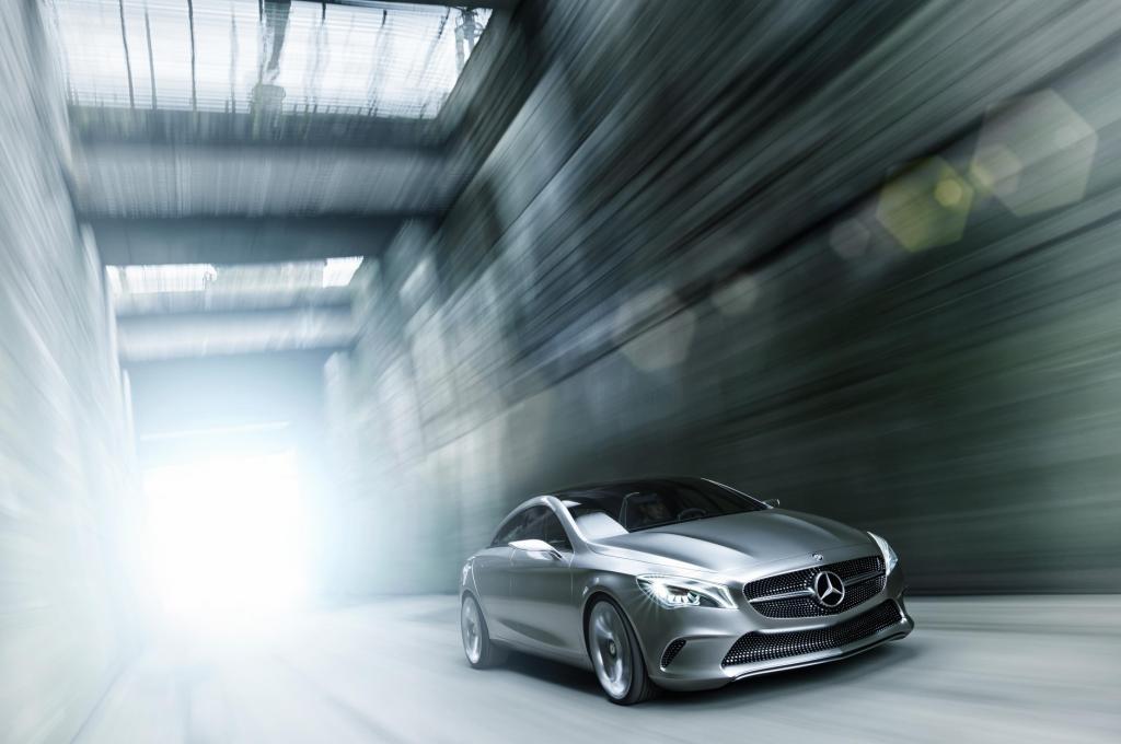 Mercedes Concept Style Coupé Driving Front