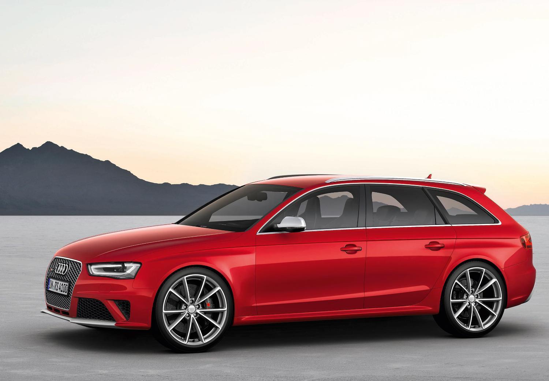 Audi RS4 Avant Side