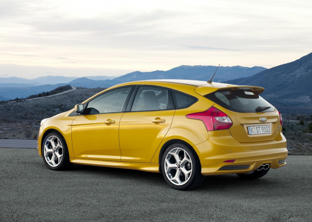newmotoring ford focus st 2012 rear newmotoring. Black Bedroom Furniture Sets. Home Design Ideas