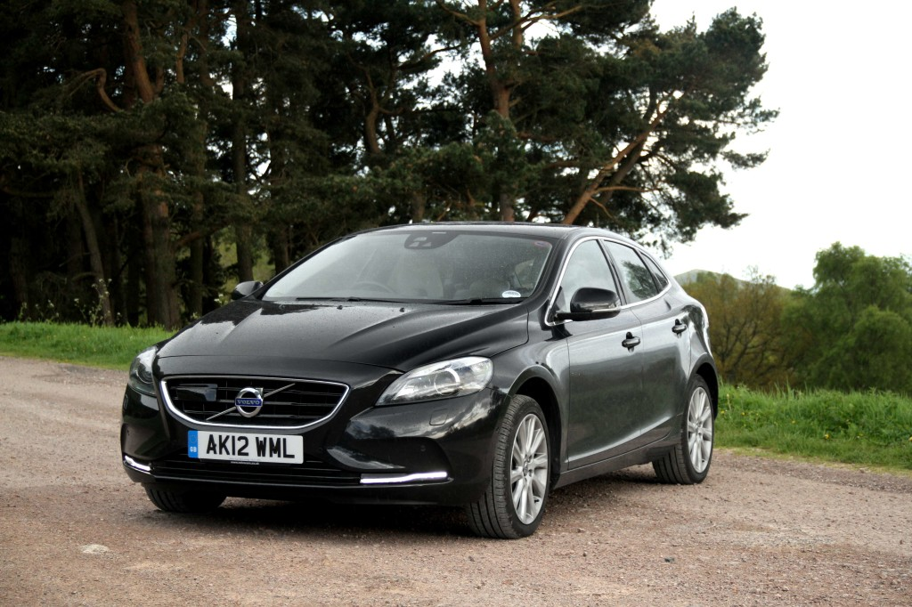 newmotoring volvo v40 d3 newmotoring. Black Bedroom Furniture Sets. Home Design Ideas