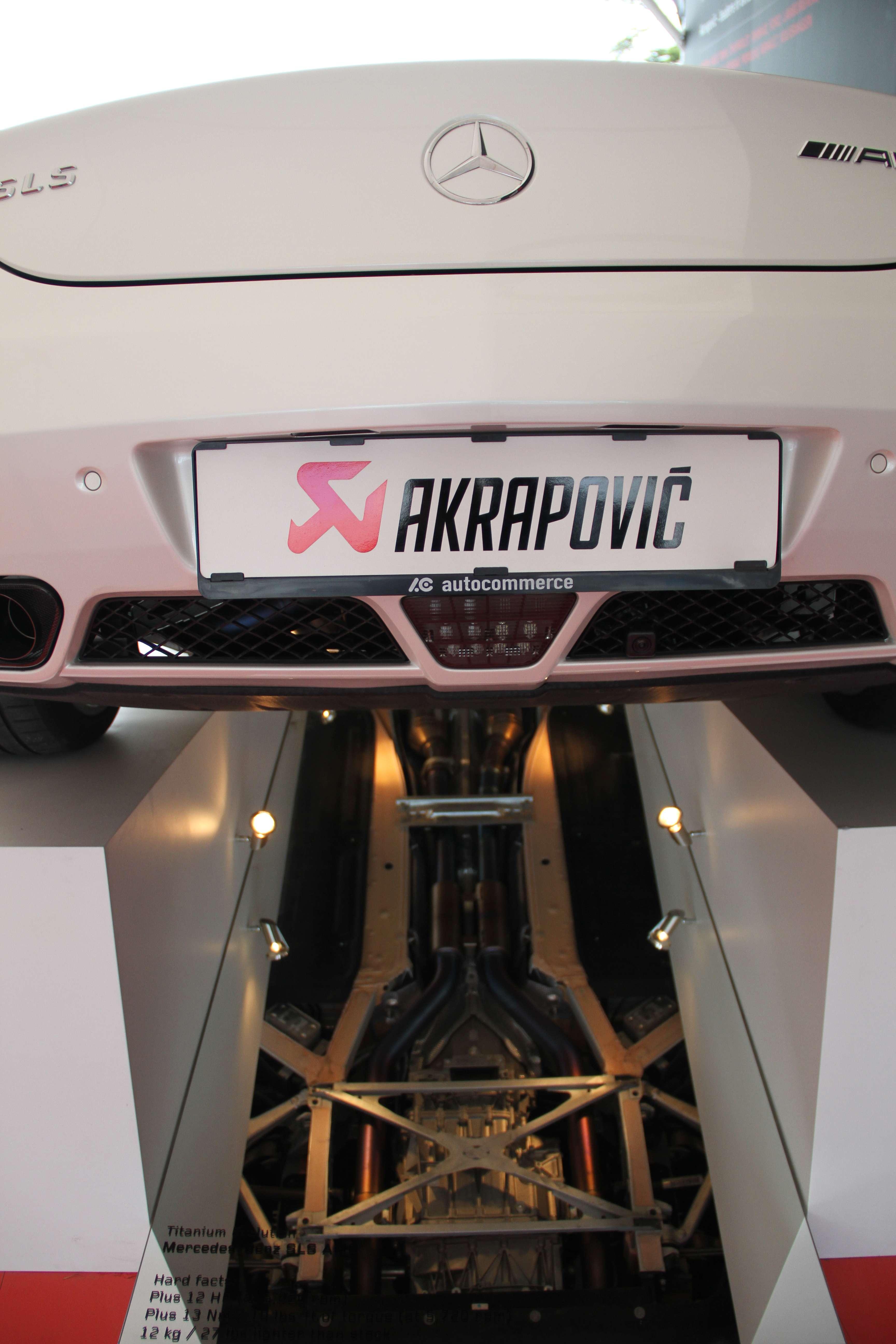 Akrapovic Stand