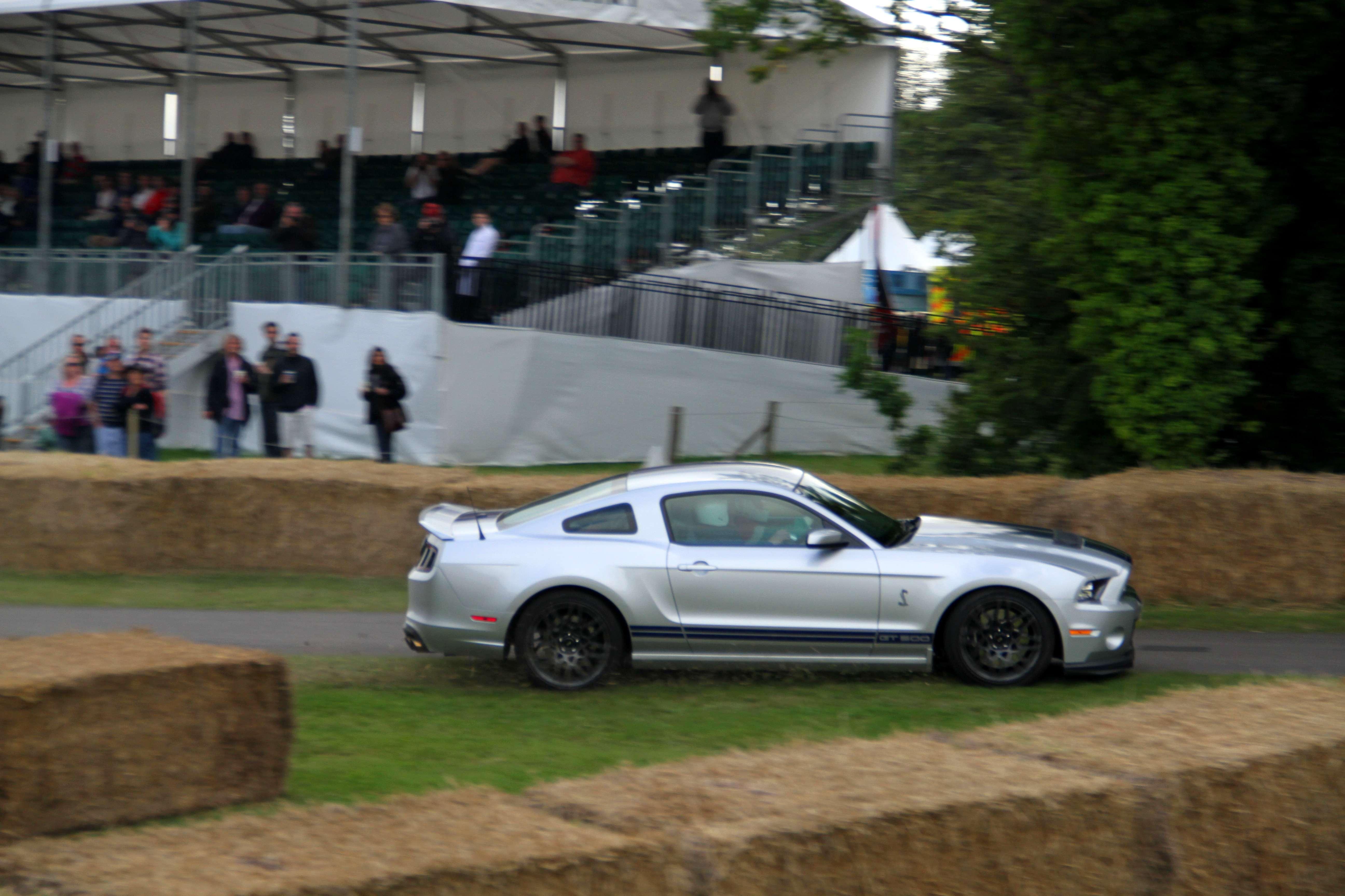 Ford Mustang GT500 Slide