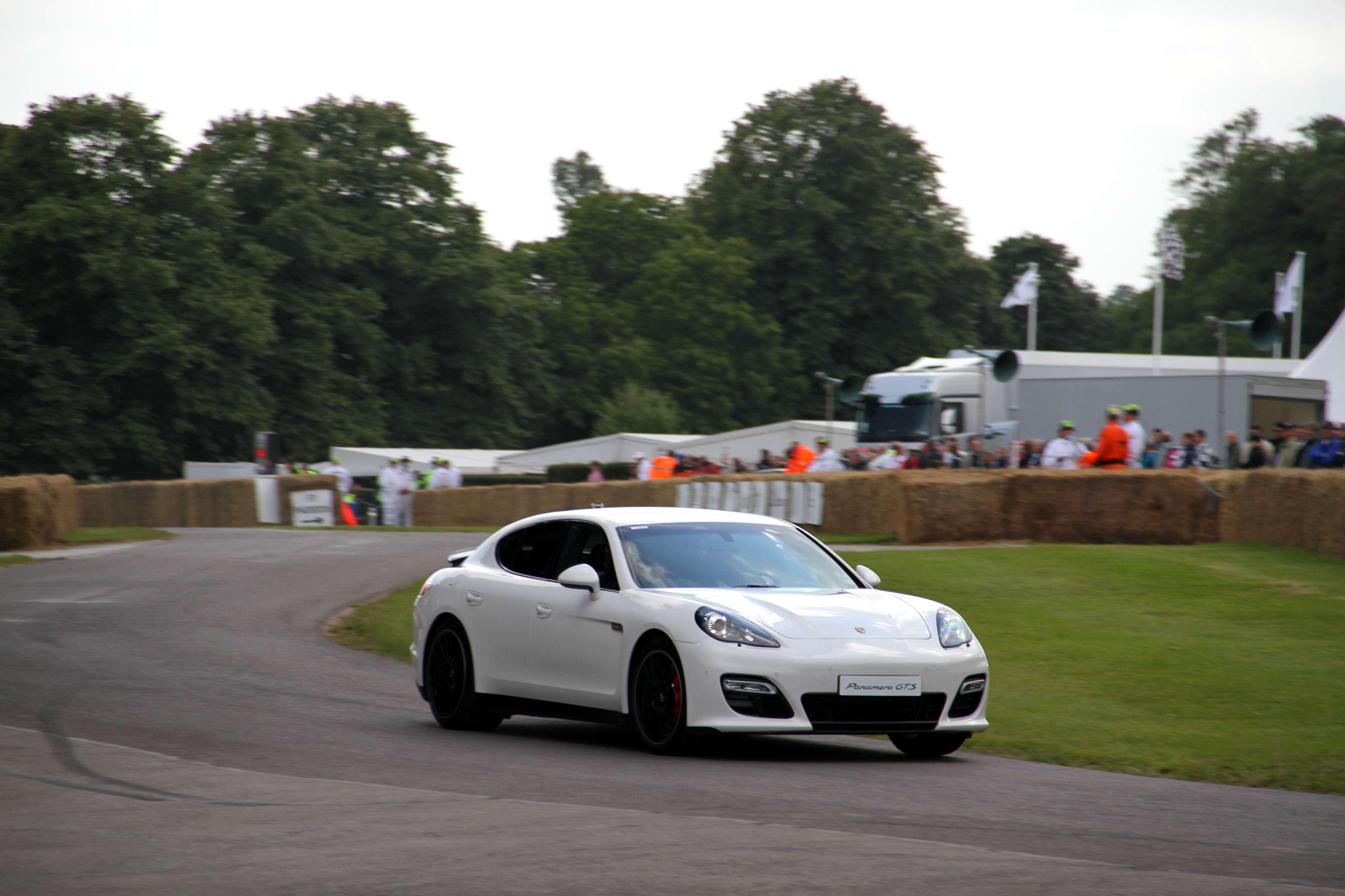 Porsche Panamera GTS Hill