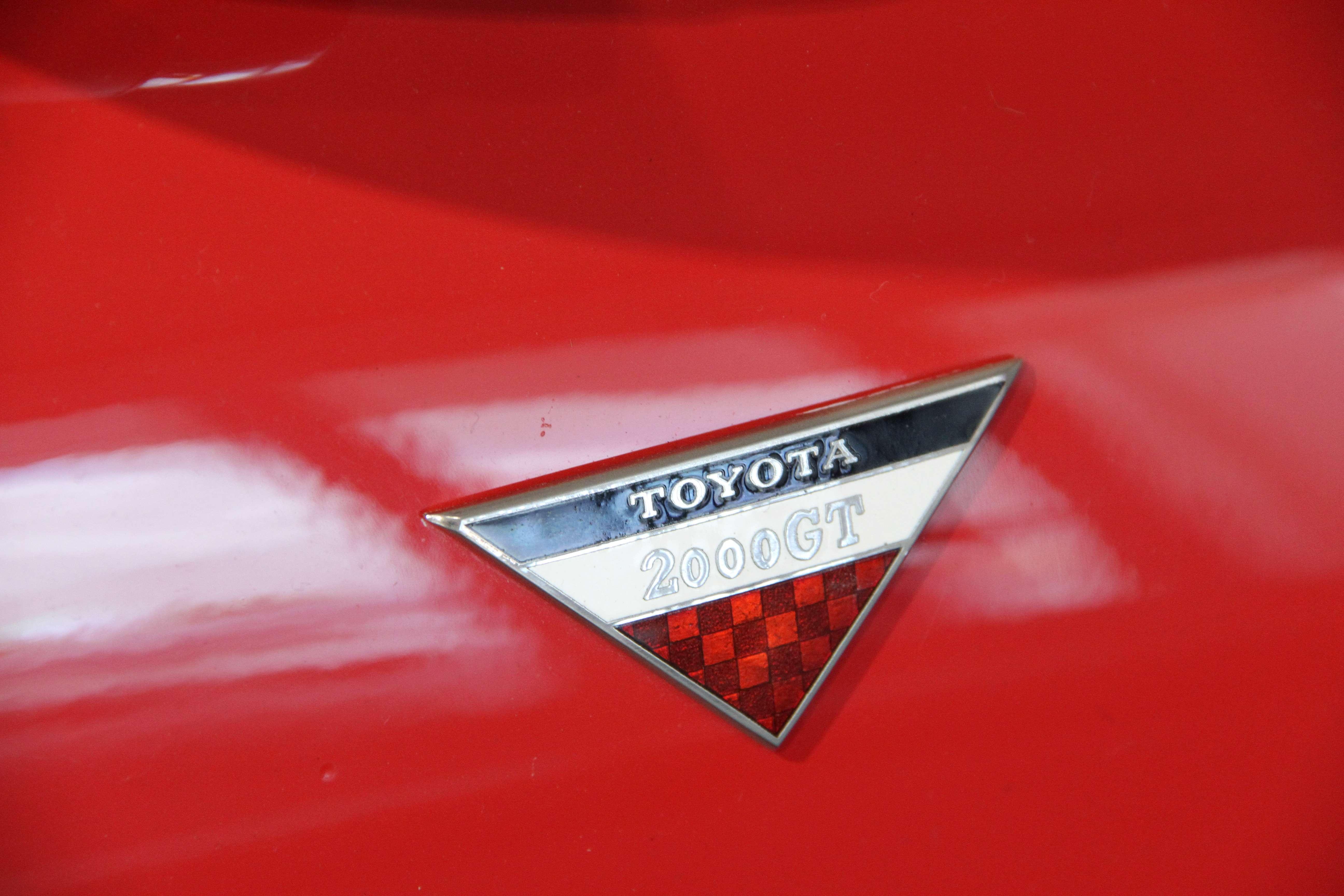 Toyota 2000GT Badge