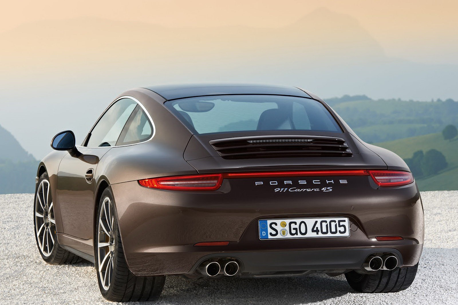 Porsche_911_Carrera_4_02