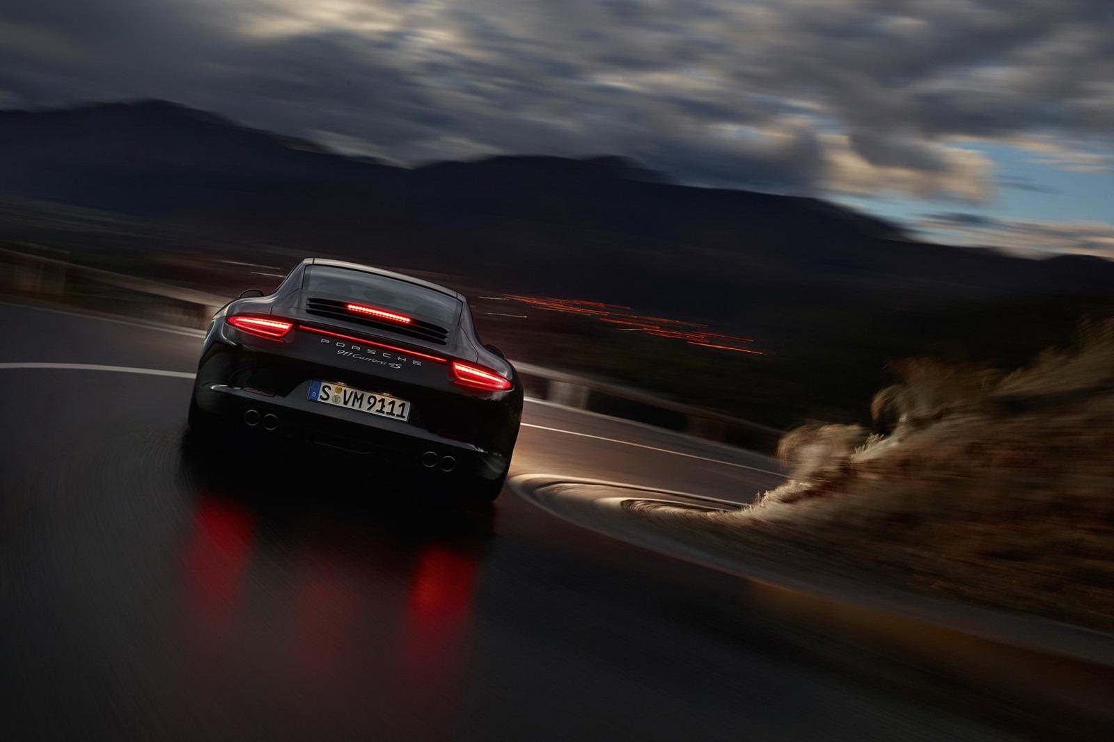Porsche_911_Carrera_4_13