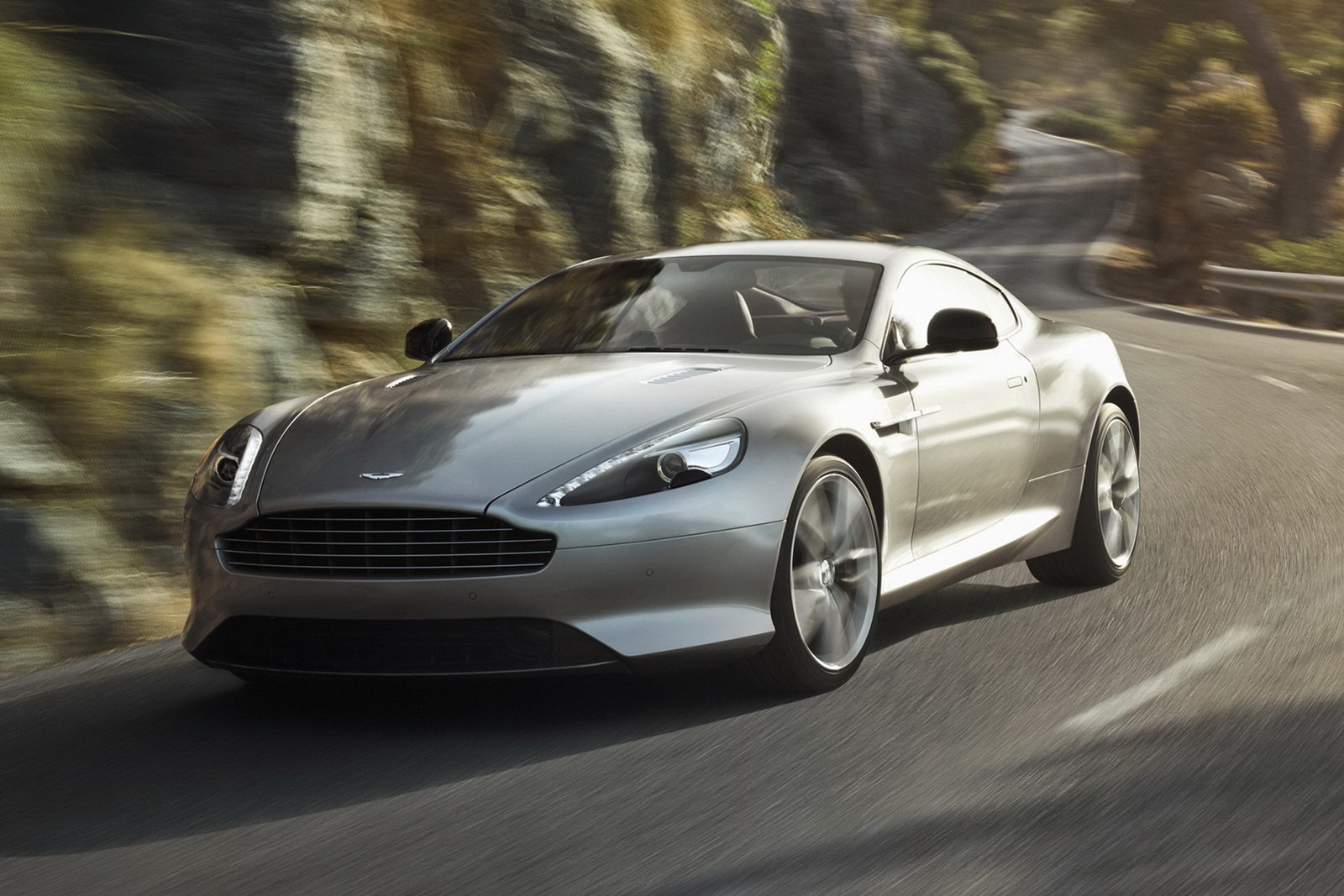 Aston_Martin_DB9_2013_Motion