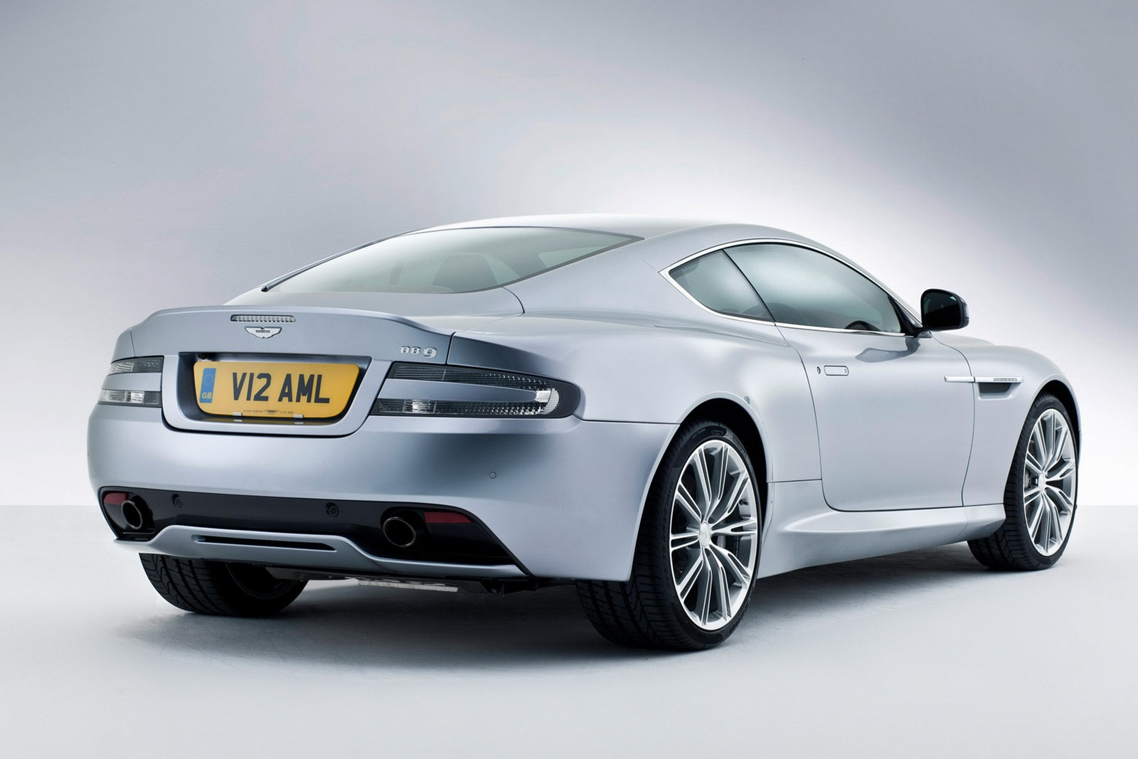 Aston_Martin_DB9_2013_Rear_3Q