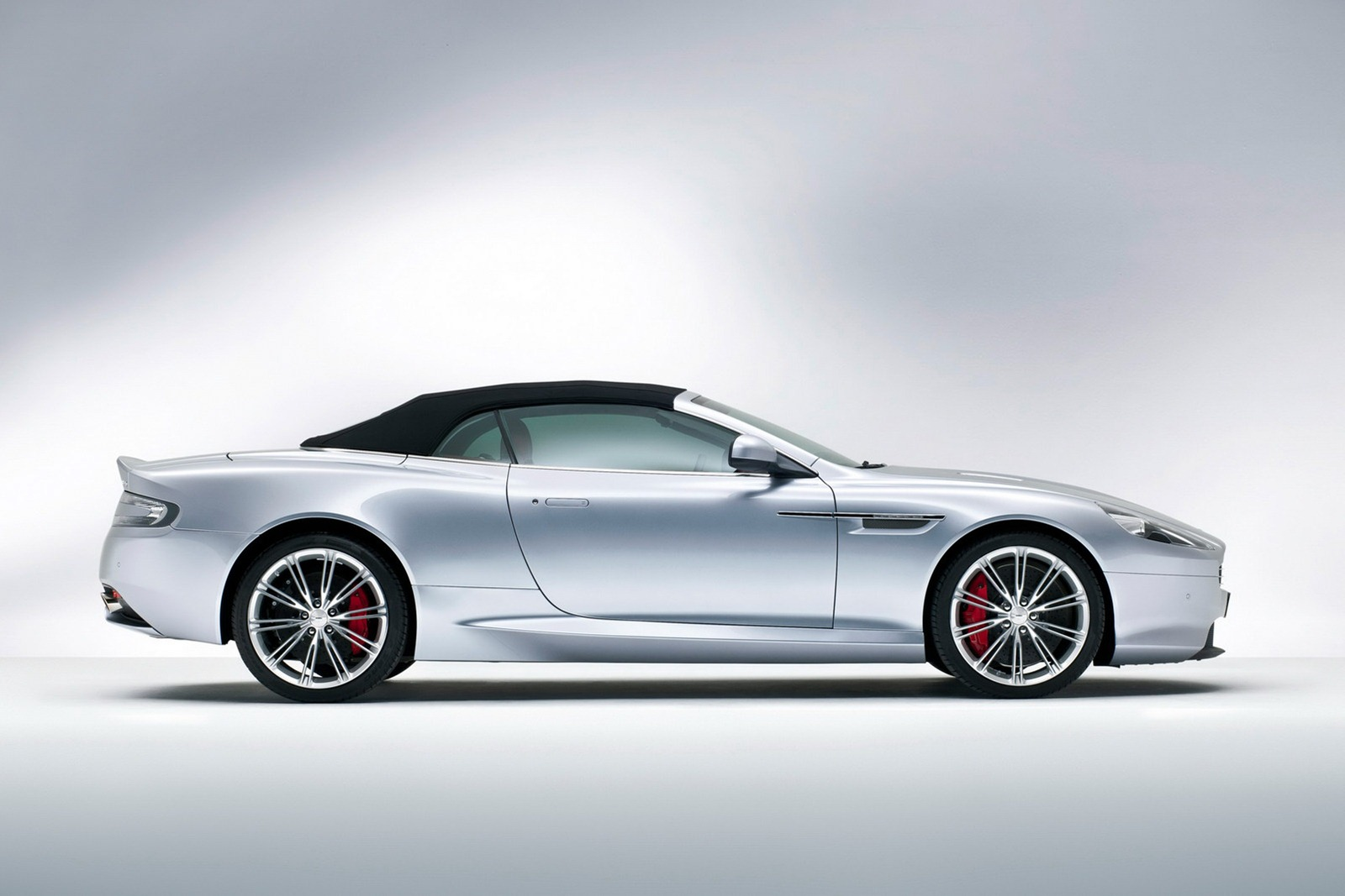Aston_Martin_DB9_Volante_2013_Side_Roof-Up