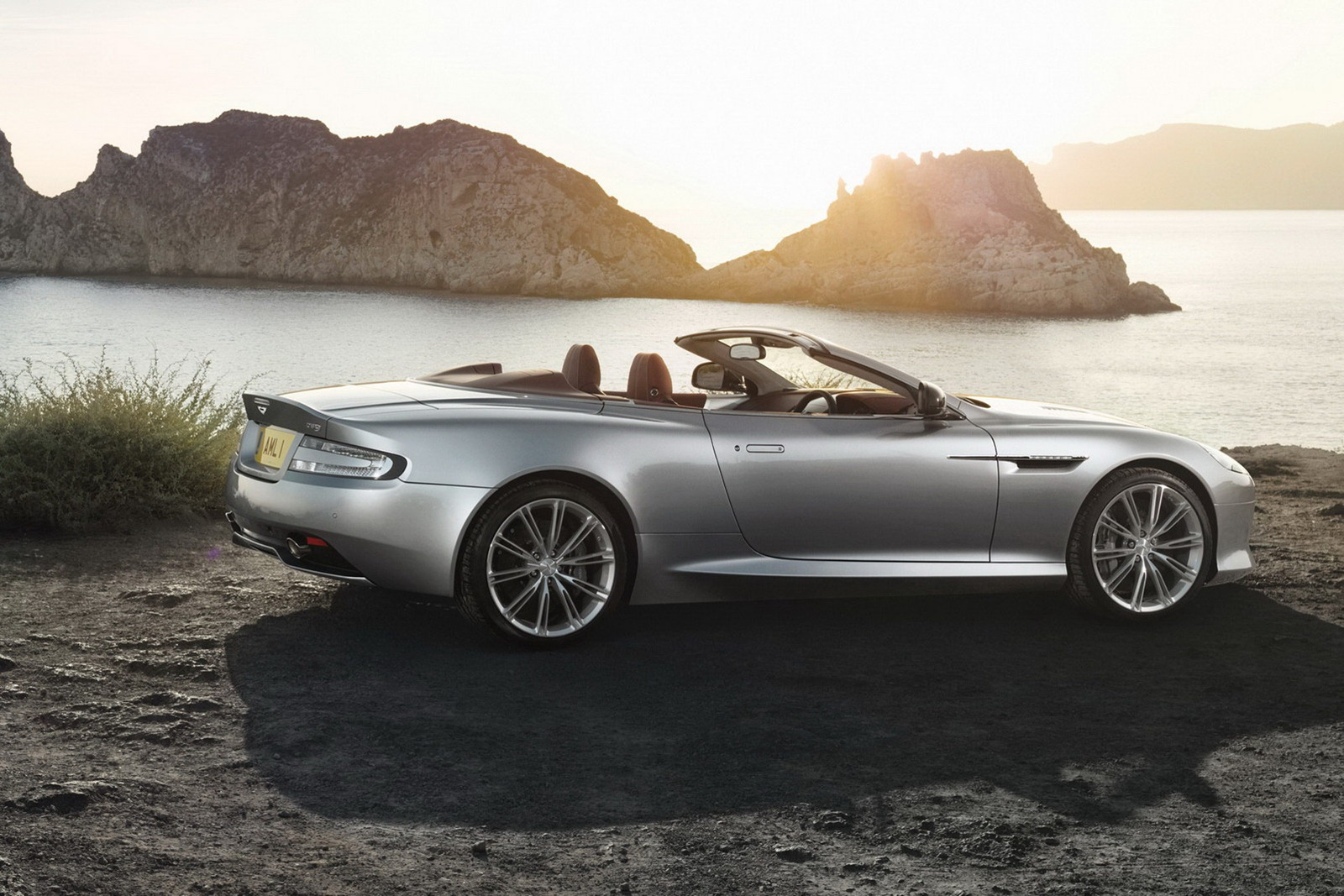 Aston_Martin_DB9_Volante_2013_Sunset