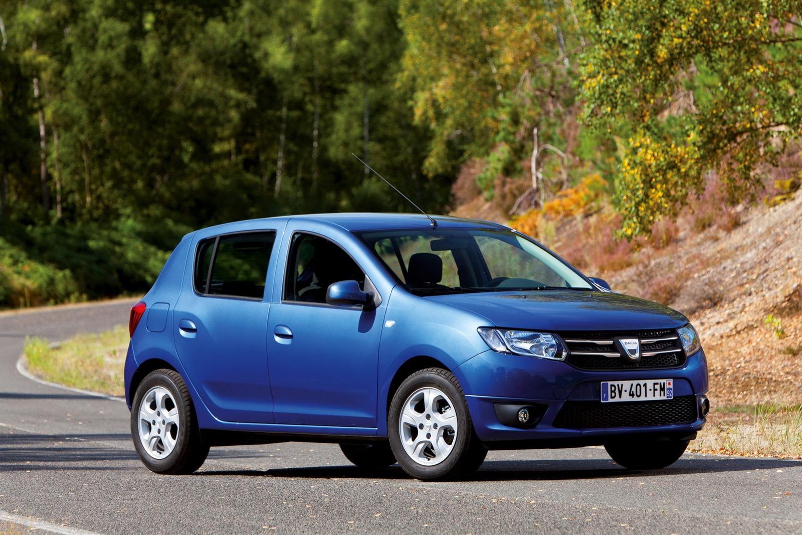 Dacia_Sandero_Front_3Q_Road