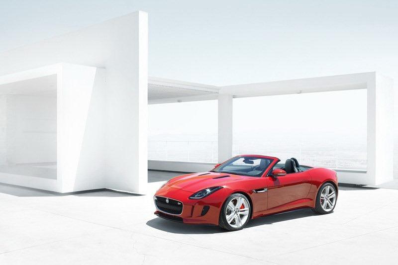 Jaguar_F-Type_Roadster_Front_3Q