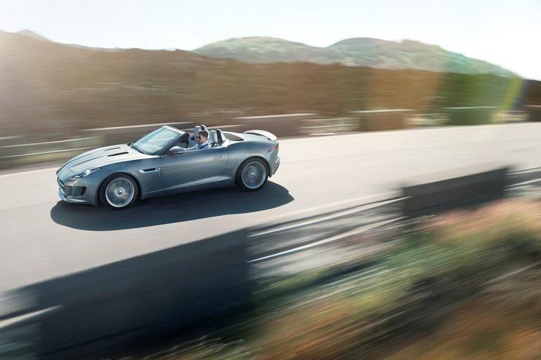 Jaguar_F-Type_Roadster_Pan