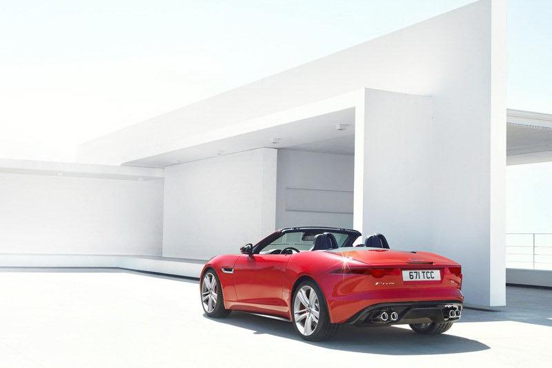 Jaguar_F-Type_Roadster_Rear_3Q