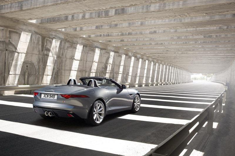 Jaguar_F-Type_Roadster_Rear_3Q_2