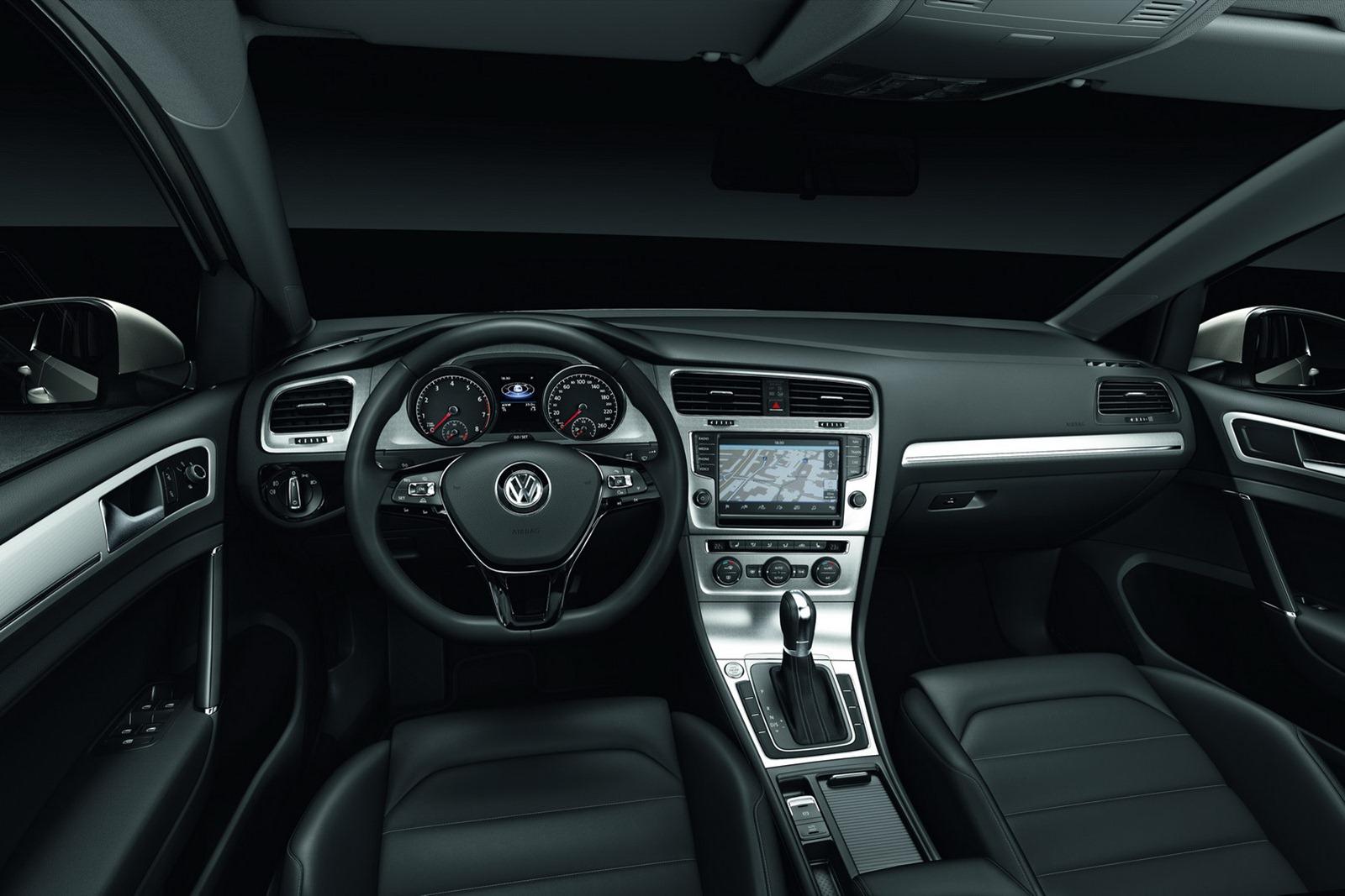 New_VW_Golf_30