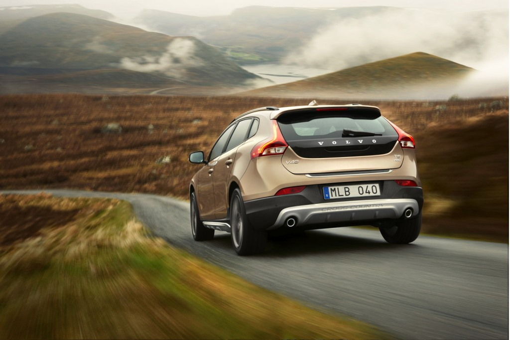 Volvo_V40_Cross_Country_Driving_3