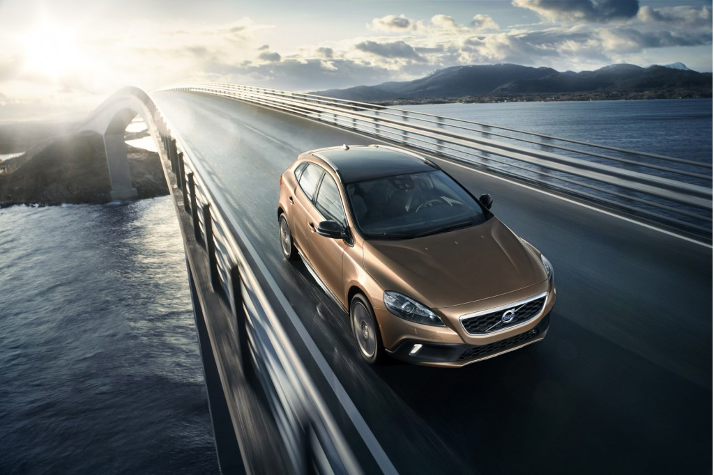 Volvo_V40_Cross_Country_Driving_4
