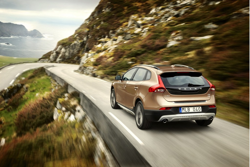Volvo_V40_Cross_Country_Driving_5