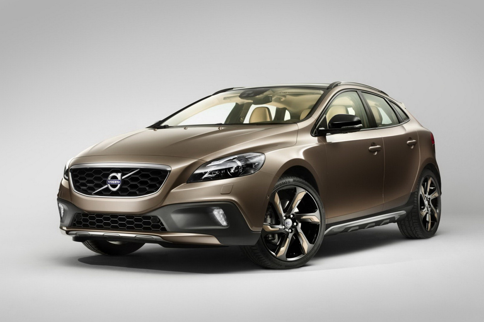 Volvo_V40_Cross_Country_Front_3Q