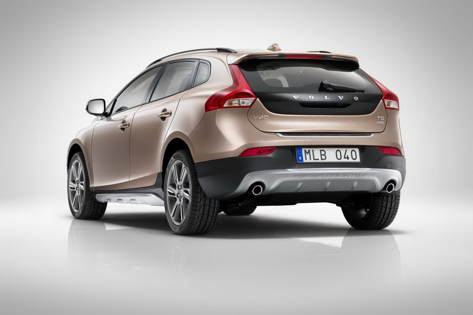 Volvo_V40_Cross_Country_Rear_3Q