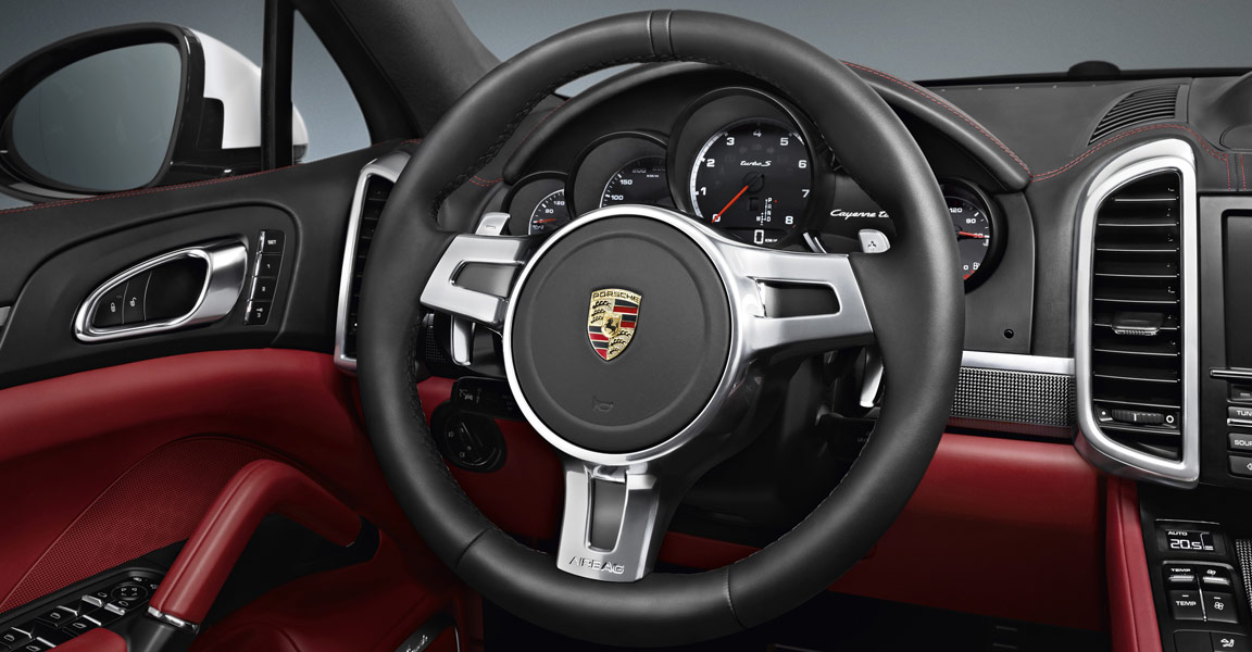 Porsche_Cayenne_Turbo_S_Dashboard_2