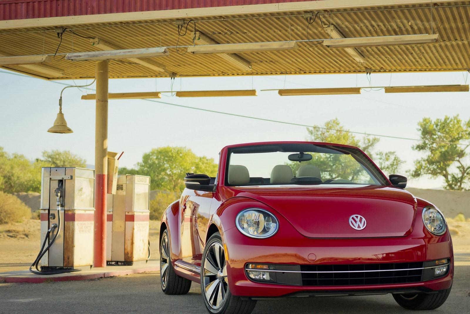 Volkswagen_Beetle_Cabriolet_Profile_Petrol-Station
