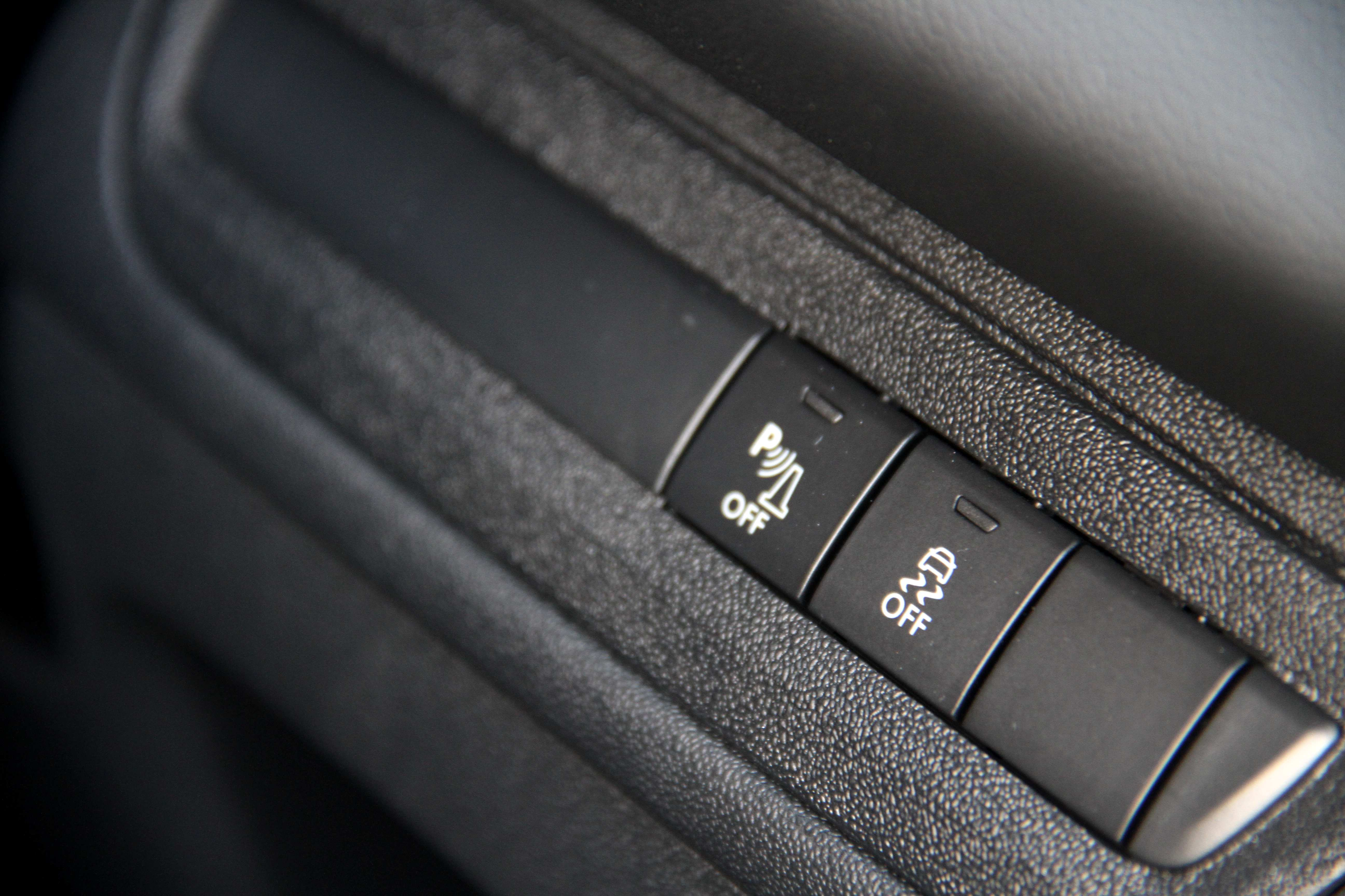 Peugeot 208 Traction Control