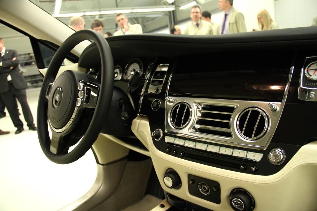 NewMotoring Rolls Royce Wraith Interior – NewMotoring