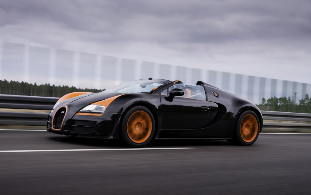 newmotoring watch harry metcalfe do 220 mph in the veyron wrc newmotoring. Black Bedroom Furniture Sets. Home Design Ideas