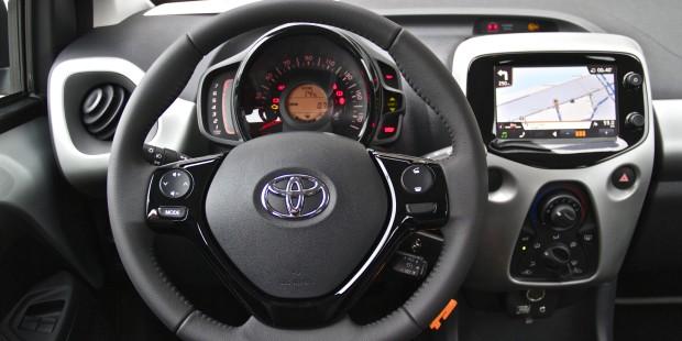 http://newmotoring.com/wp-content/uploads/2014/07/Toyota-Aygo-2014-Interior-620x310.jpg
