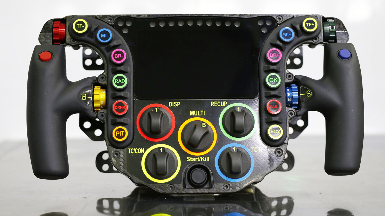 Hand Controls For Cars >> NewMotoring The Porsche 919 Hybrid's Steering Wheel, For Dummies