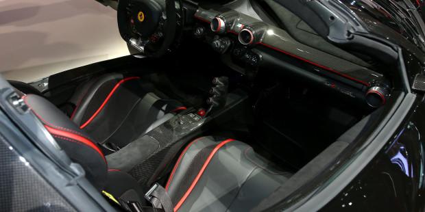 Ferrari-laferrari-aperta-interior