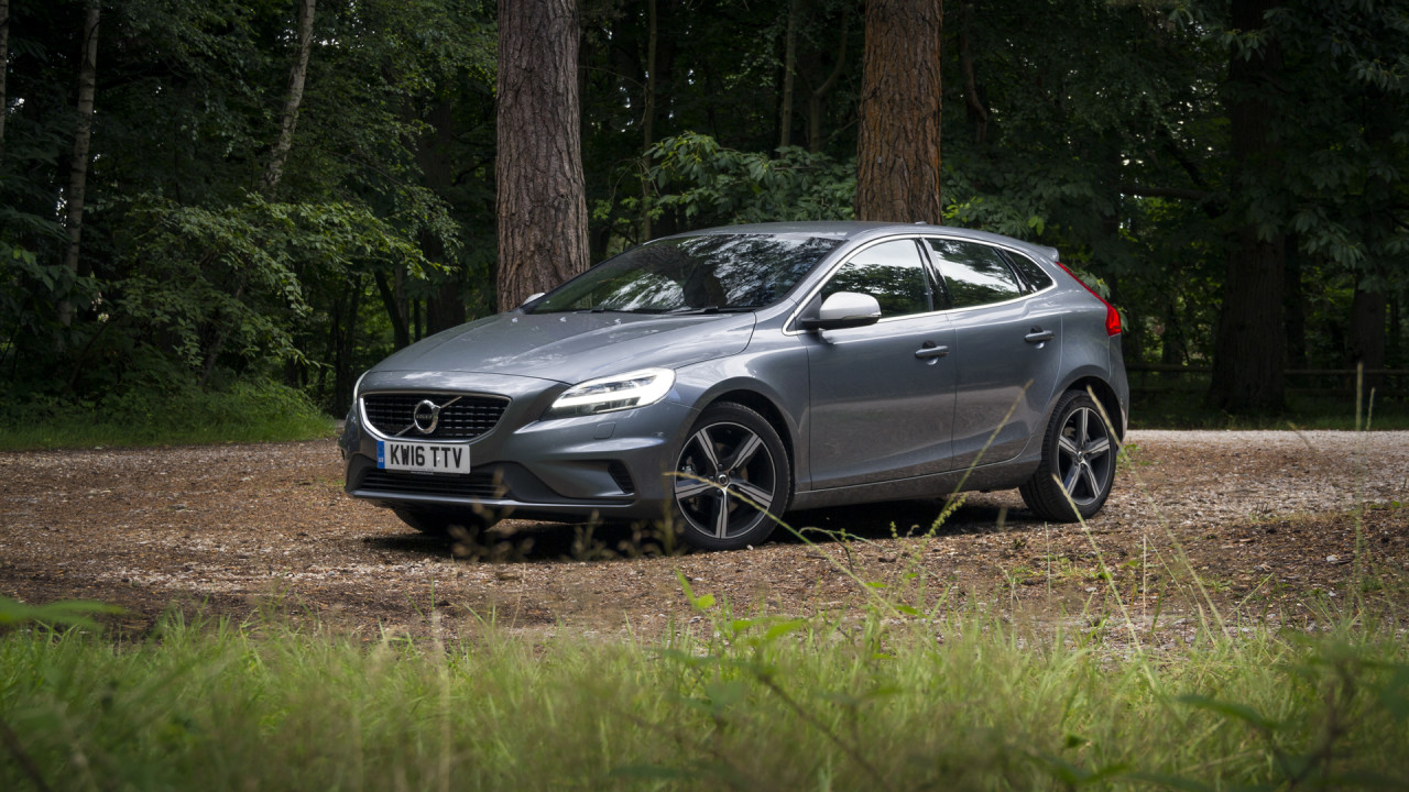 newmotoring the volvo v40 t3 r design is different good. Black Bedroom Furniture Sets. Home Design Ideas