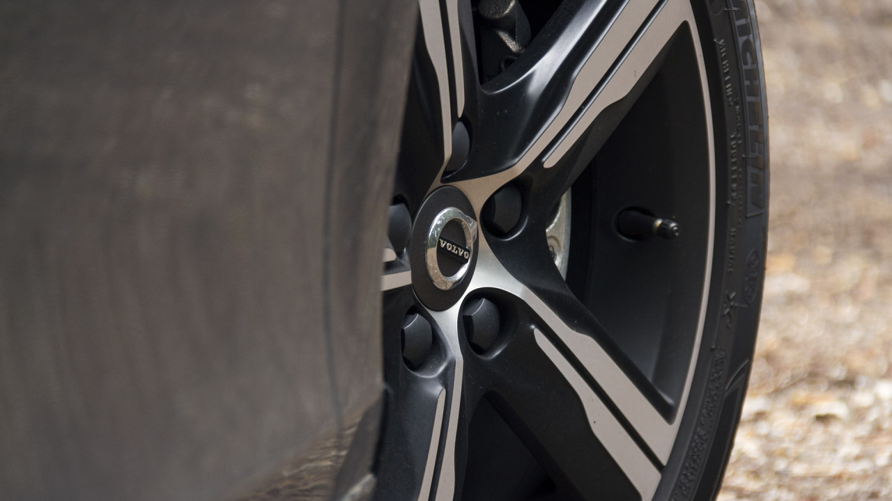 volvo-v40-r-design-2016-wheels