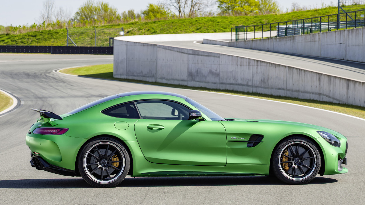 newmotoring the mercedes amg gt r yours for 143 245. Black Bedroom Furniture Sets. Home Design Ideas