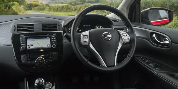 Nissan-Pulsar-Interior