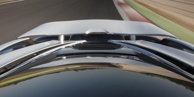 McLaren-720S-Glacier-White-Rear-Wing
