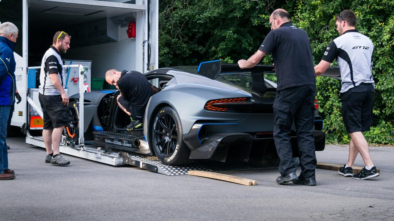 Aston-Martin-Vulcan-Goodwood-2015-Truck