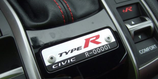 Honda-Civic-Type-R-2017-Number-1-Auction-USA